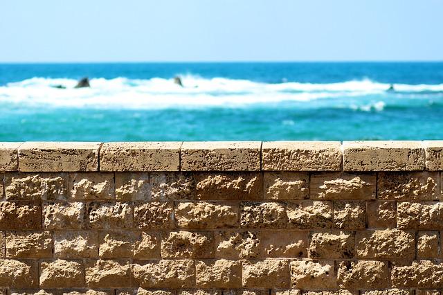 cihlová zeď, moře