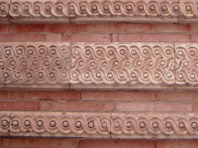 růžová cihlová zeď