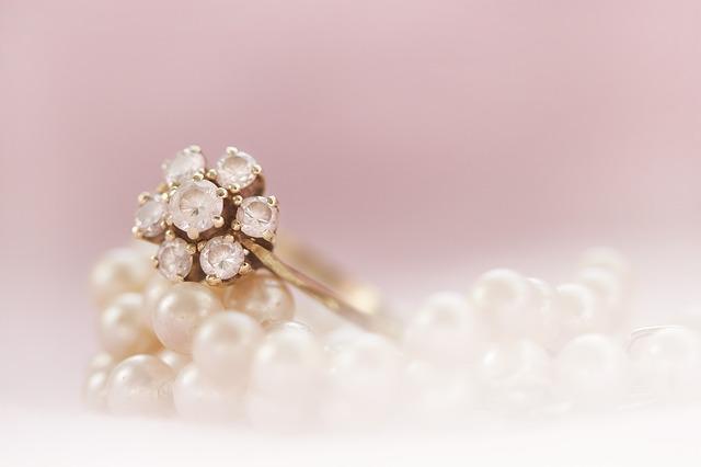 prsten a perly