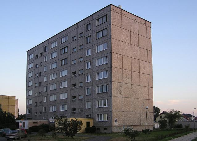 bytovka na okraji města
